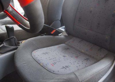 Czyszczene tapicerki w samochodzie